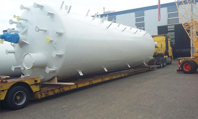 Speedlog transportiert 5 Lagerbehälter nach Hamburg