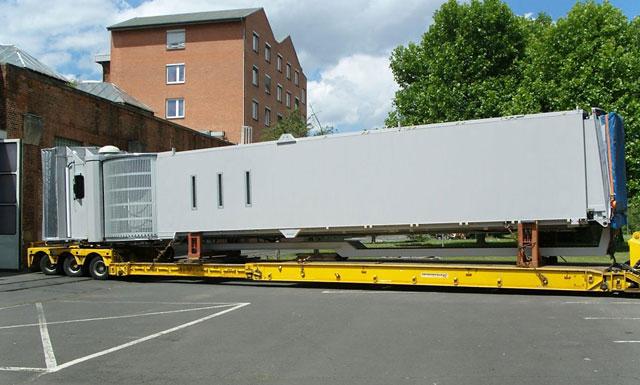 Speedlog transportiert Fluggastbrücke nach Hamburg