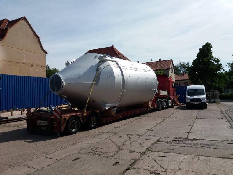Speedlog - befördert ein Nasstrebersilo in die Schweiz - Speedlog GmbH - Internationale Spedition & Logistik